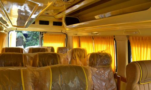traveller-interior-ceiliing-seating-yellow-curtains