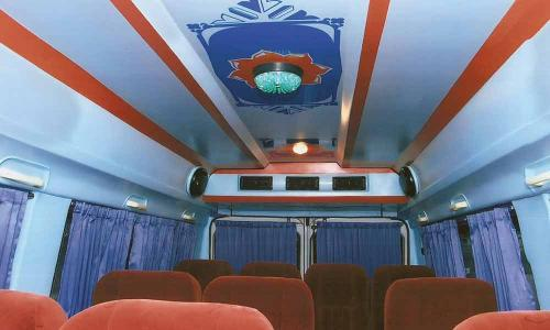 traveller-interior-ceiliing-white-red-blue-combination