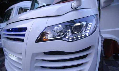 caravan-exterior-with-headlight